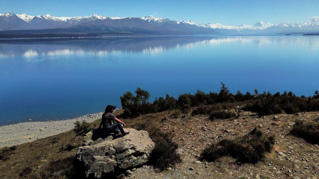 Deux amoureux en contemplation devant le Lac Pukaki