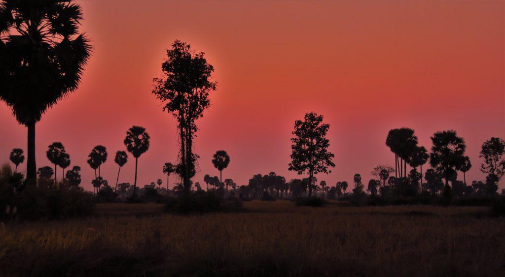 Couché de soleil proche de Siem Reap. Les couleurs sont d'origines.